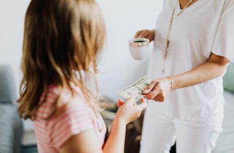 ensinar o valor do dinheiro às crianças